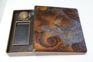龍の絵の硯箱