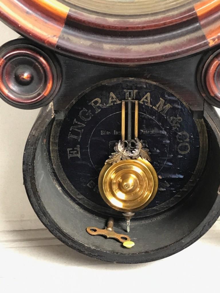 ダルマ時計の振り子