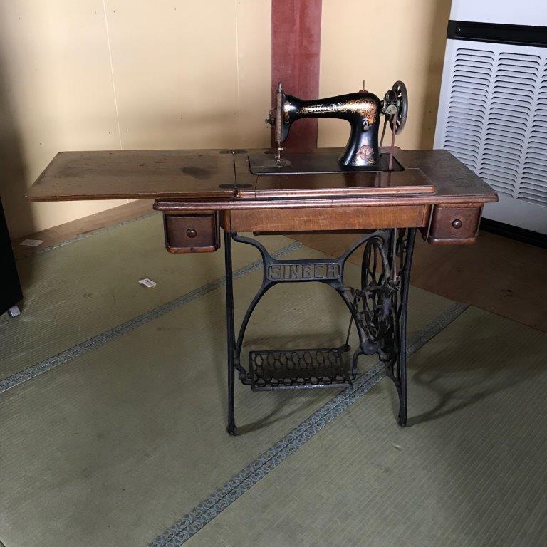 シンガー製の古いミシン