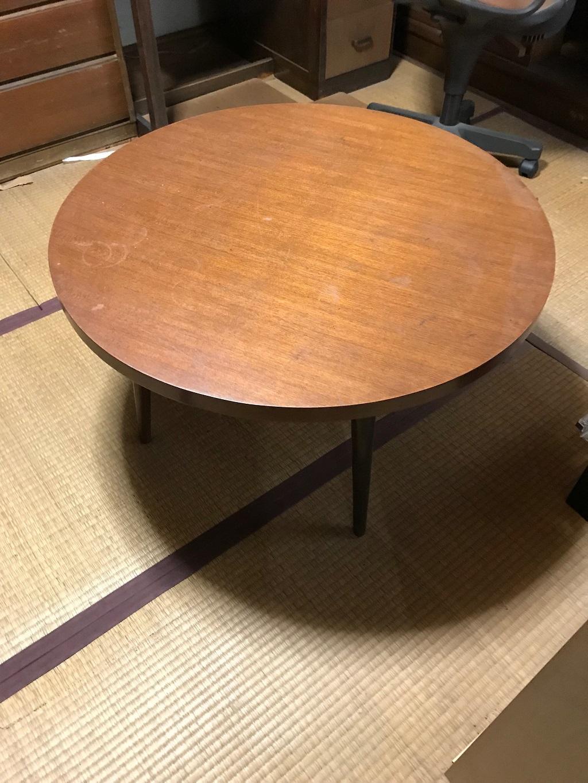 古い円卓のテーブル
