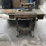 トヨタの古い足踏み式ミシン